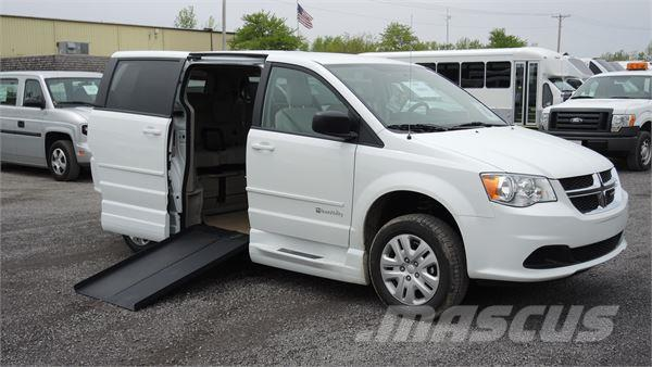 dodge grand caravan occasion prix 34 529 ann e d 39 immatriculation 2017 minibus dodge. Black Bedroom Furniture Sets. Home Design Ideas