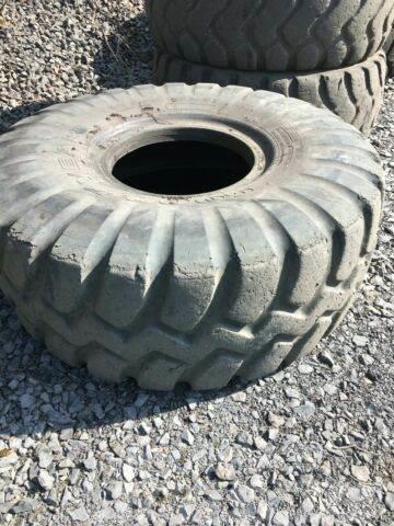 Caterpillar 966 970 972 Reifen Tyres 26.5R25