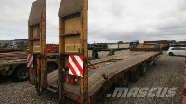 Fliegl lowloader with ramps