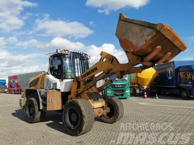 Liebherr L524 / INKLUSIVE: Zusätzlicher Reifensatz!