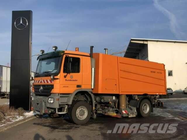 Mercedes-Benz Actros 2032 4x4 Bucher STKF 9500 Airport