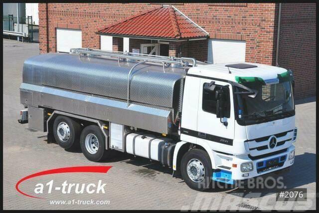 Mercedes-Benz Actros 2541 Milch/Milk Schwarte Isoliert