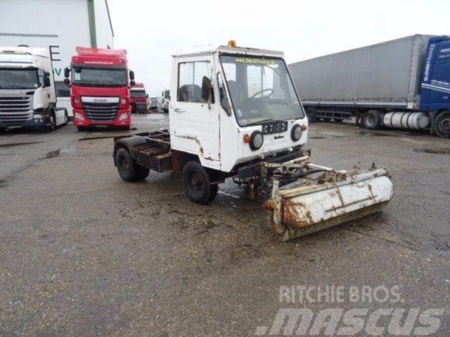Multicar M25, broomvehicle