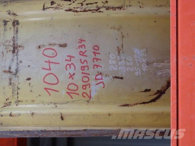 John Deere 10 X 34, Däck, hjul och fälgar