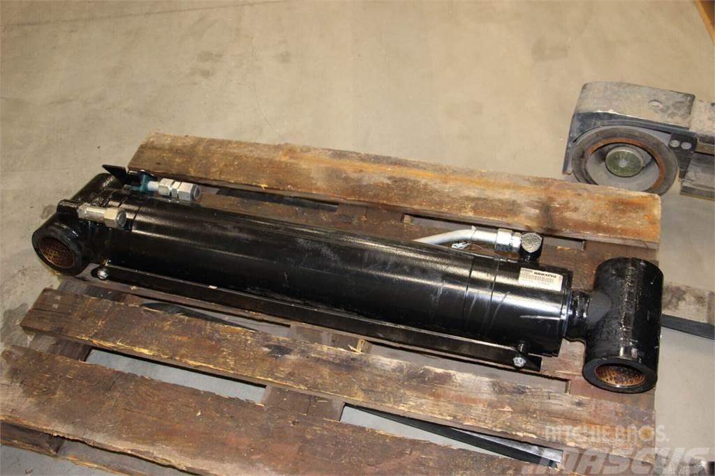 Komatsu 875 nostosylinteri