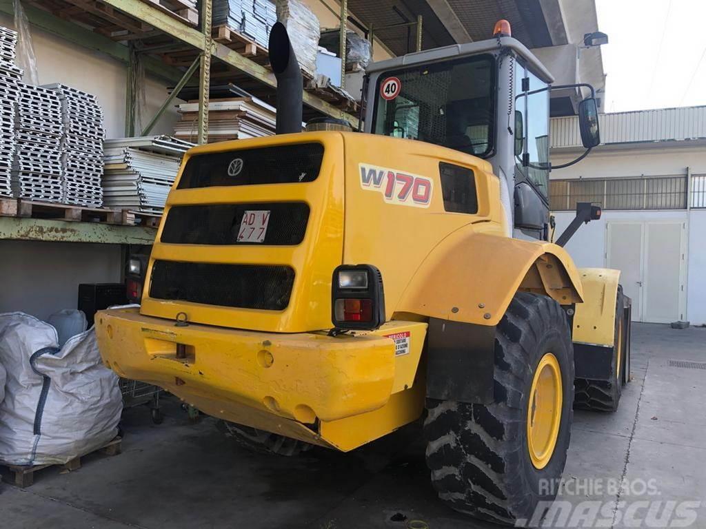 New Holland W170