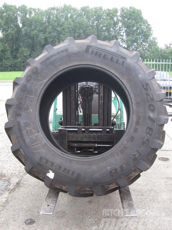 Pirelli 520/85x38