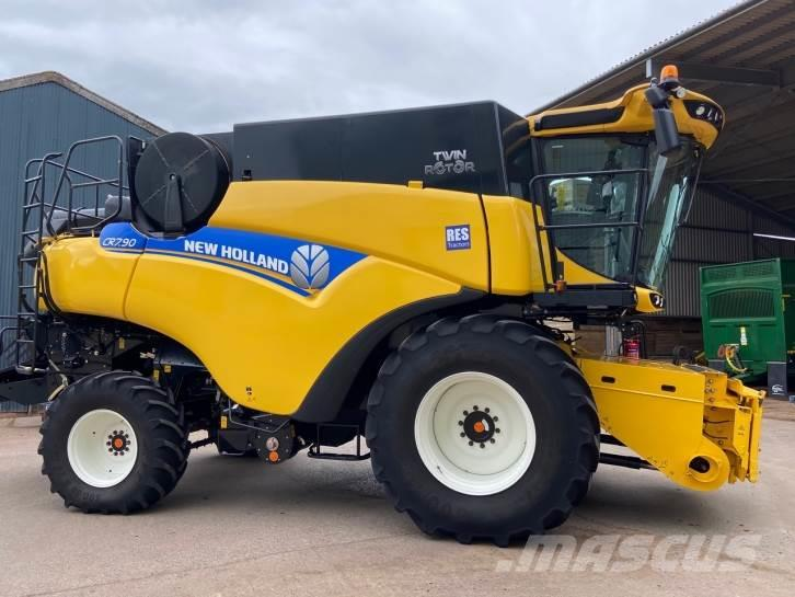 New Holland CR7.90 Twin Rotor narrow body combine