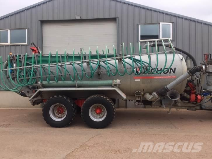 Pichon 3,500 Gallon Vacuum tanker
