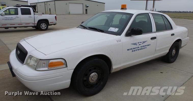 ford crown victoria police interceptor aux ench res ford crown victoria police interceptor. Black Bedroom Furniture Sets. Home Design Ideas