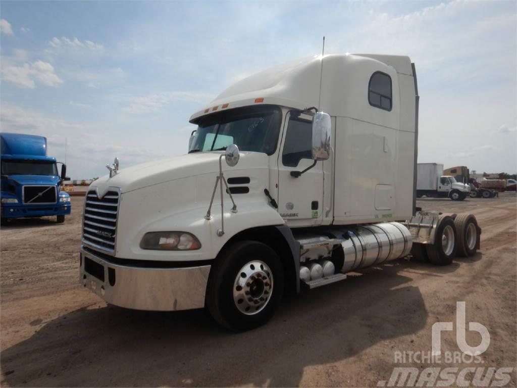 Mack CXU613
