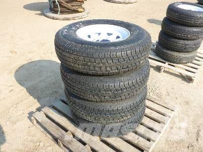 [Other] ROADGUIDER Quantity Of 4 235/85R16