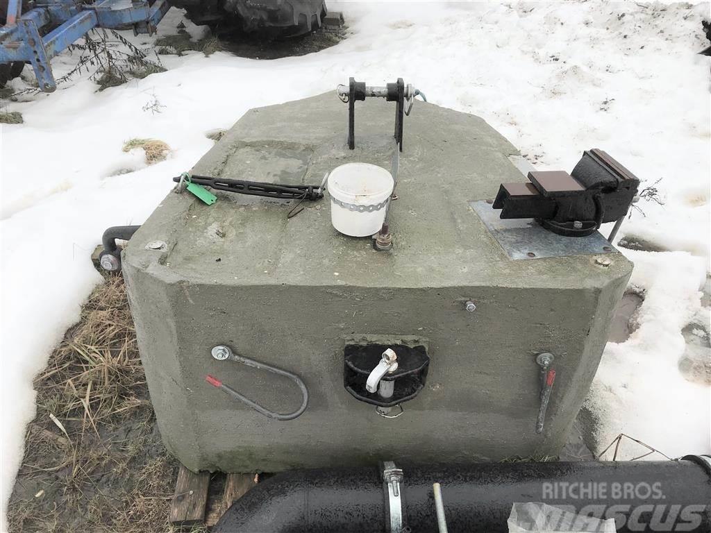 [Other] Beton 1200 kg med udstyr.