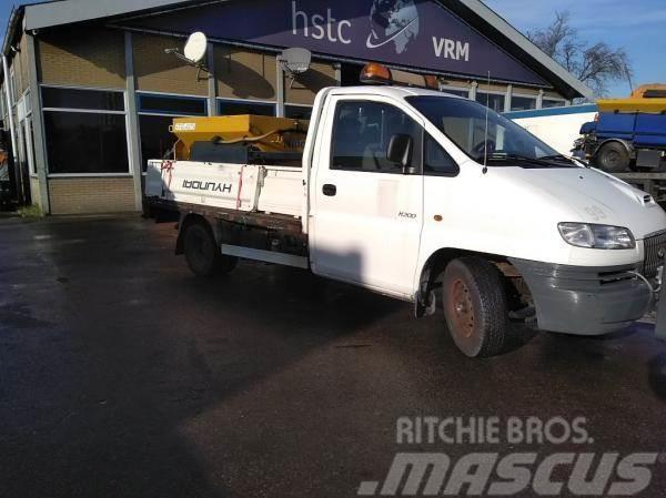 Hyundai H 200 pickup with spreader Nido stratos B08-15VALN