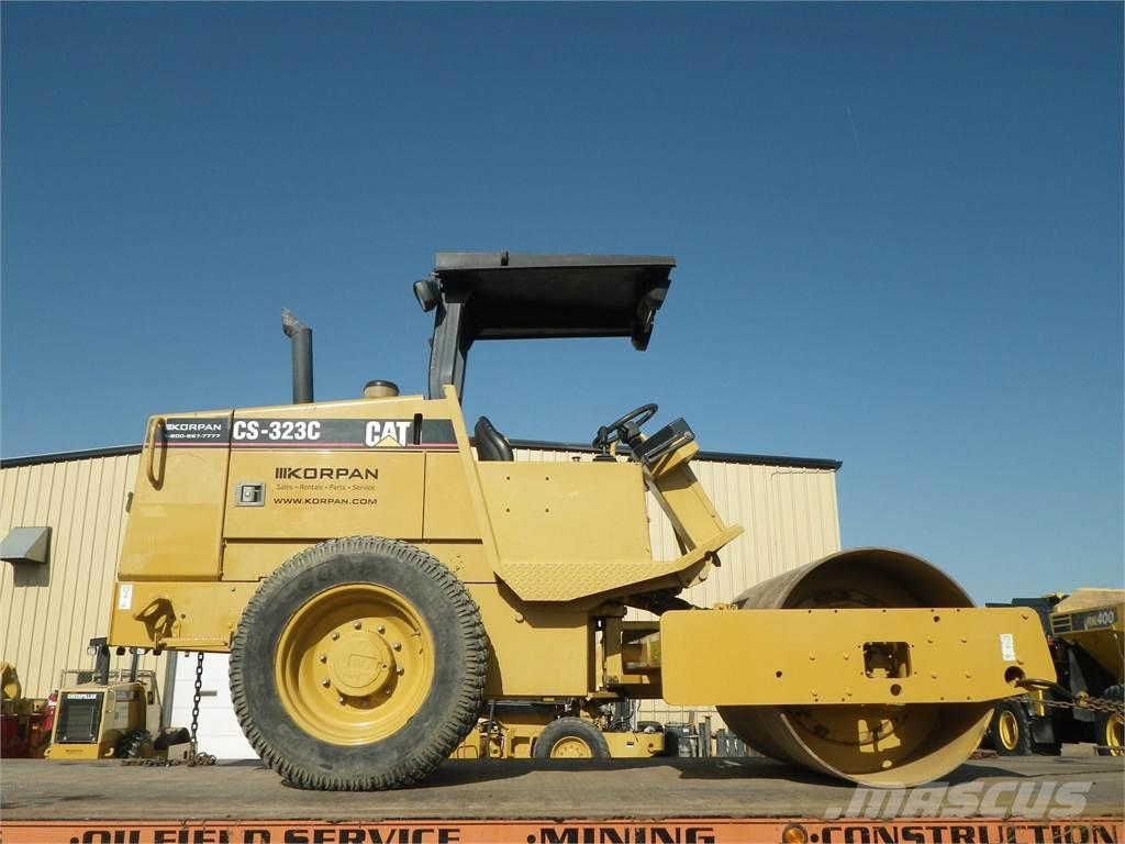 Caterpillar CS-323C