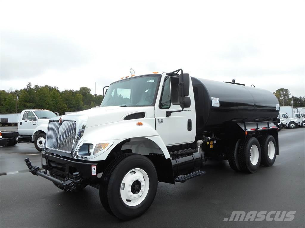 International 7400 SFA
