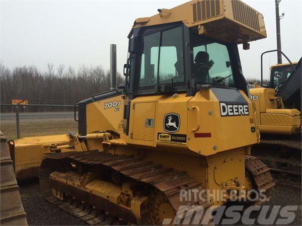 John Deere 700J LT