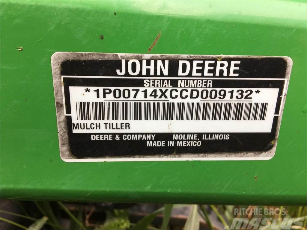 John Deere 714