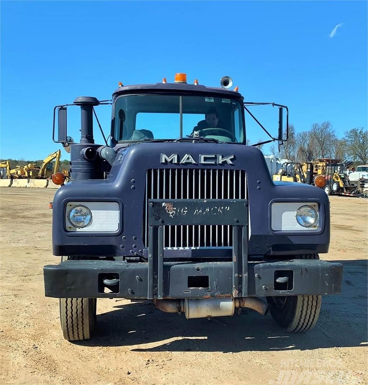 Mack CF685