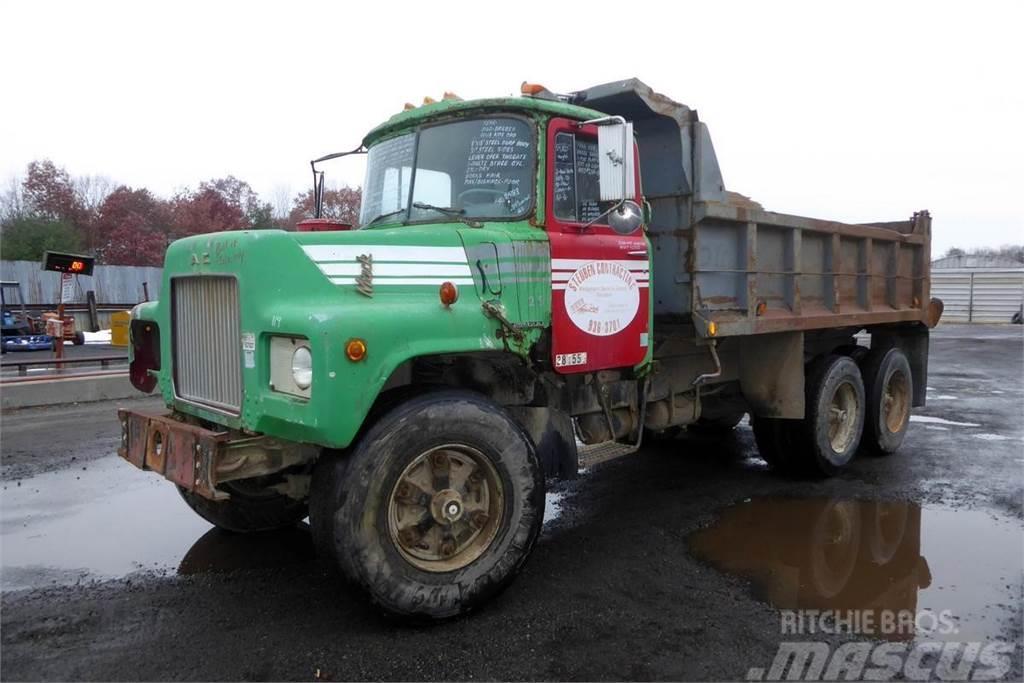 Mack DM685S