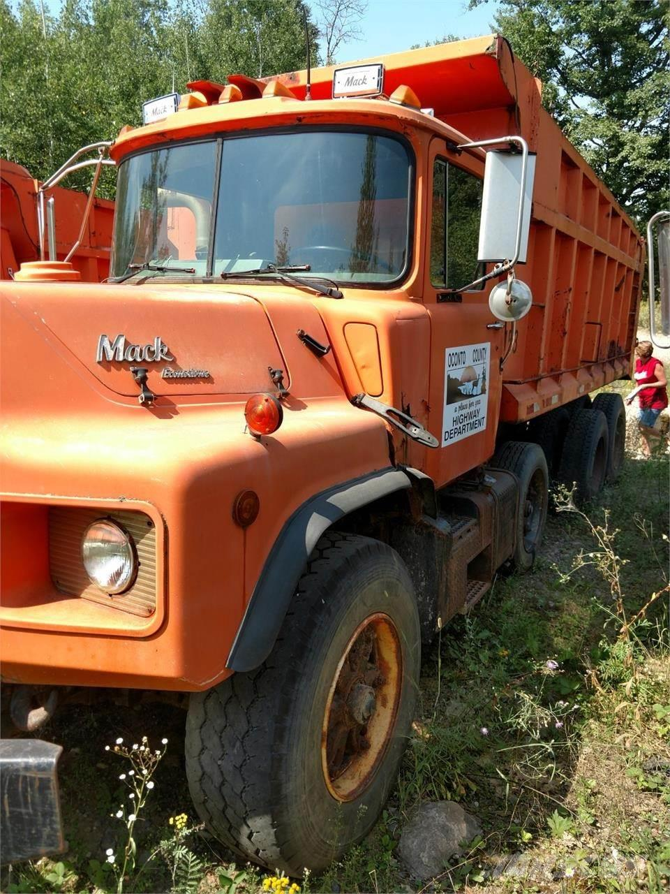Mack DM688S