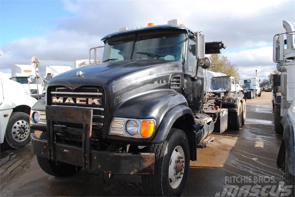 Mack GRANITE CV713
