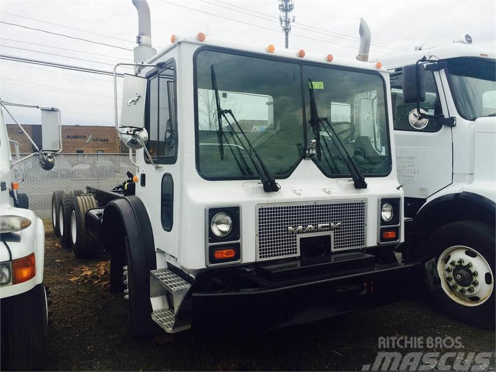 Mack MR688