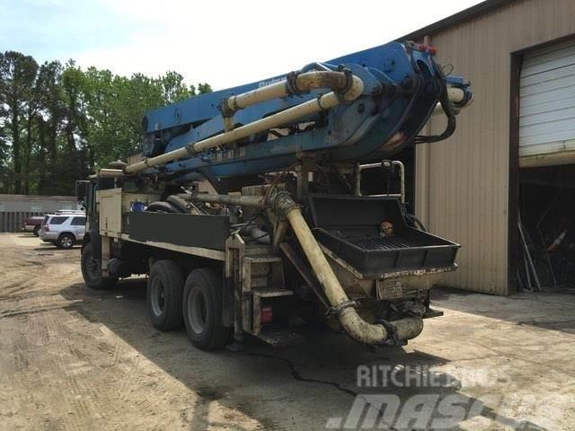 Mack MR688S