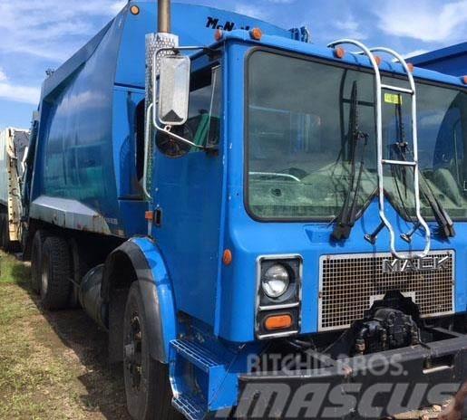 Mack MR690S