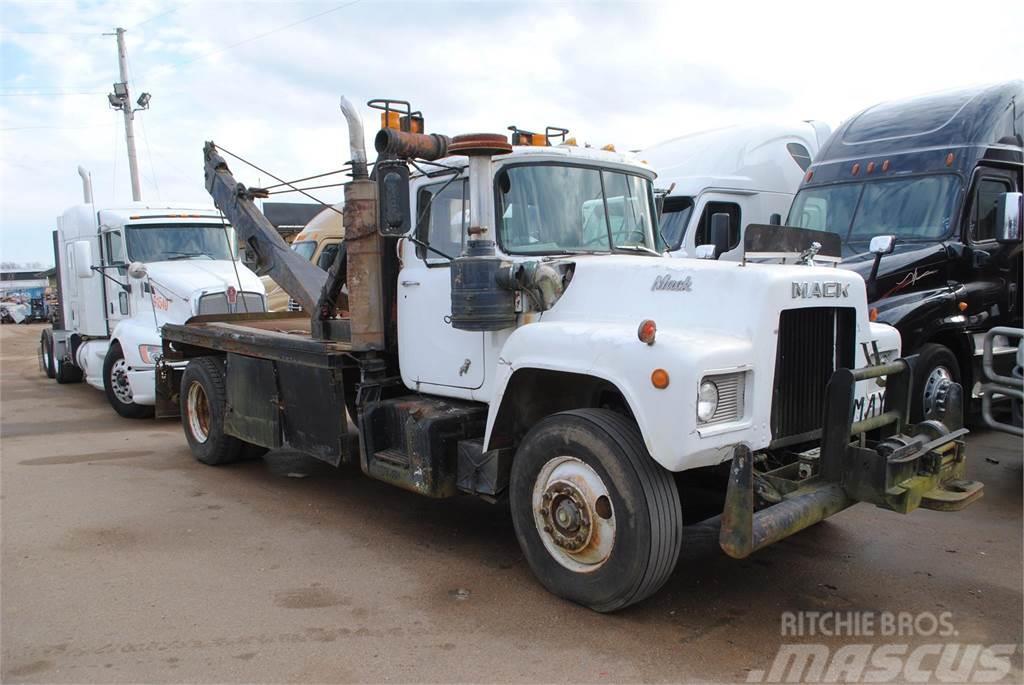 Mack R607T