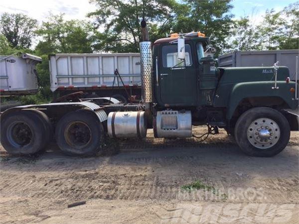Mack R688T
