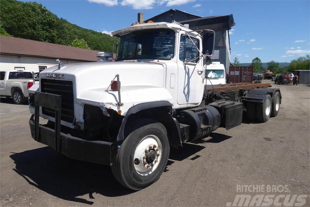 Mack RD686S