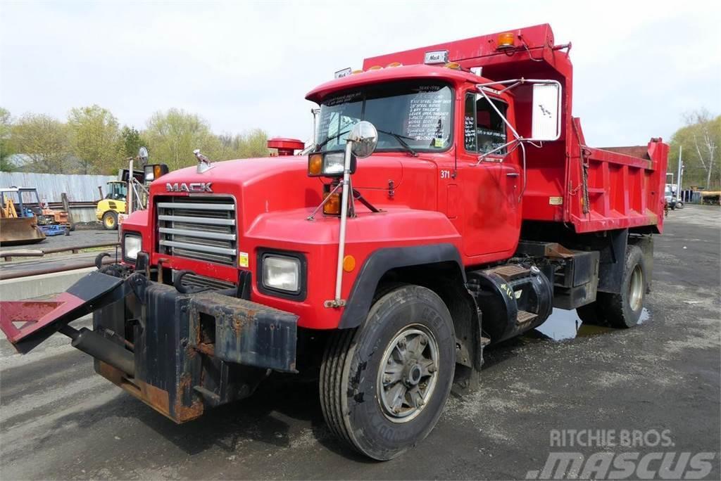 Mack RD688P