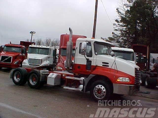 Mack VISION CX613