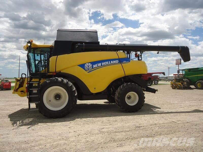 New Holland CR7090