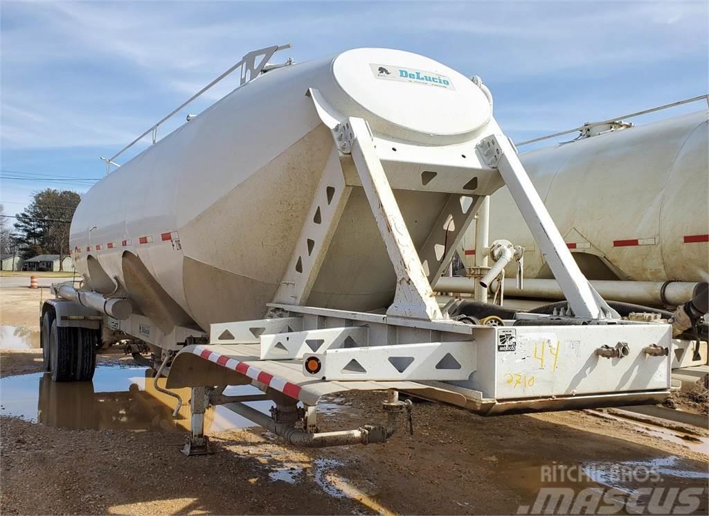 2015 Delucio delucio 1000 cube tank