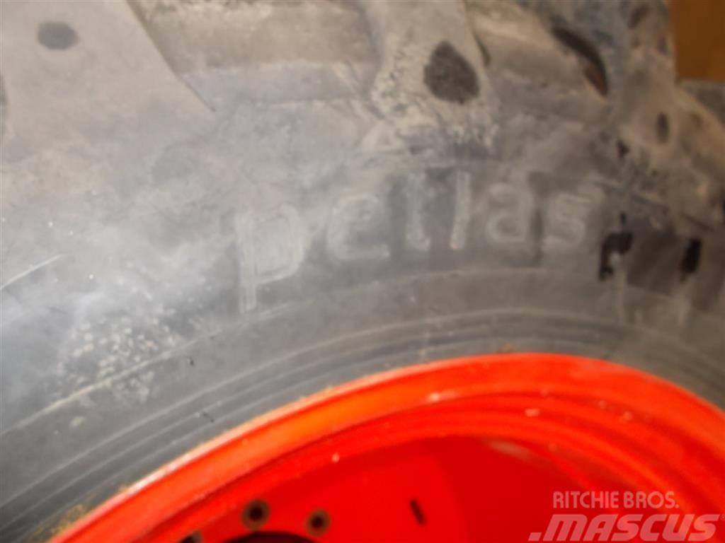 Petlas 420/85R38, Däck, hjul och fälgar