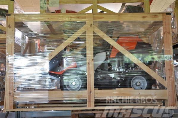 Husqvarna R418 TS AWD