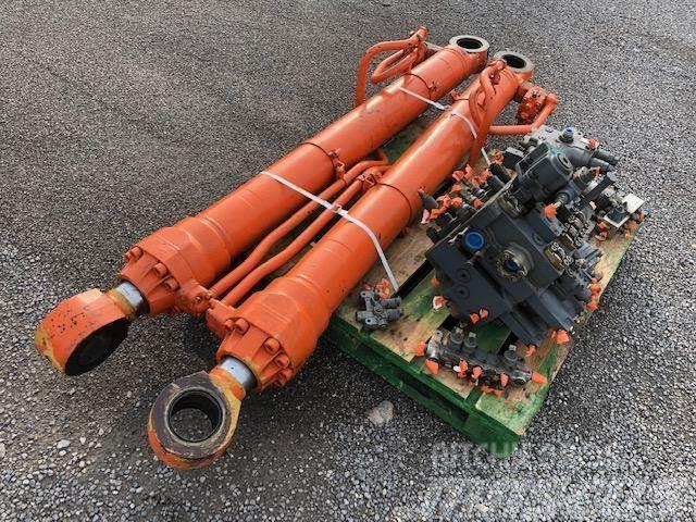 Hitachi EX 350 SIŁOWNIK PODNOSZENIA RAMIENIA