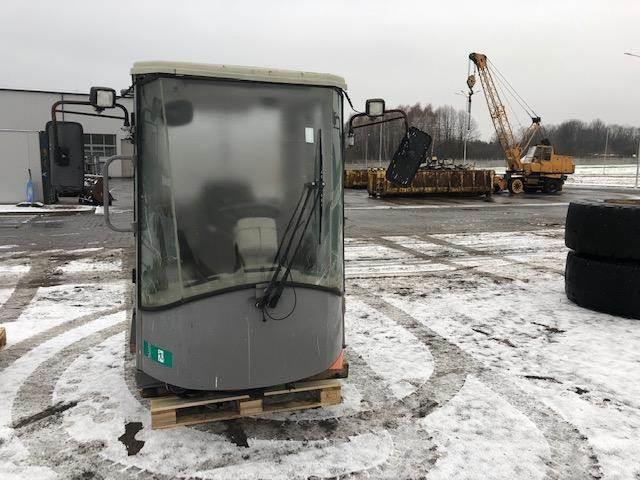 Hitachi LX 210 kabina