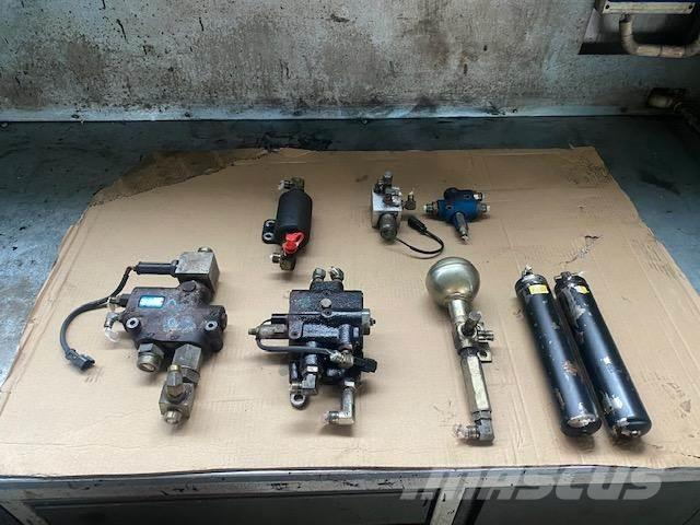 Komatsu WA 250 PT-5 STEROWNIK HYDRAULICZNY