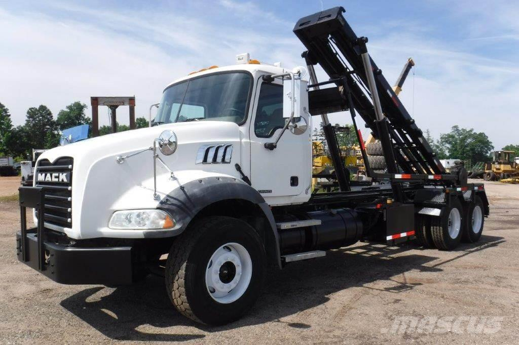 Mack GRANITE CT713