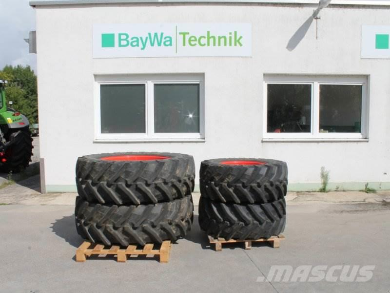 Pirelli 480/65 R24 + 540/65 R38