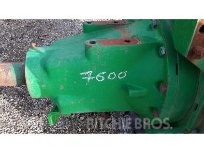 John Deere 7600