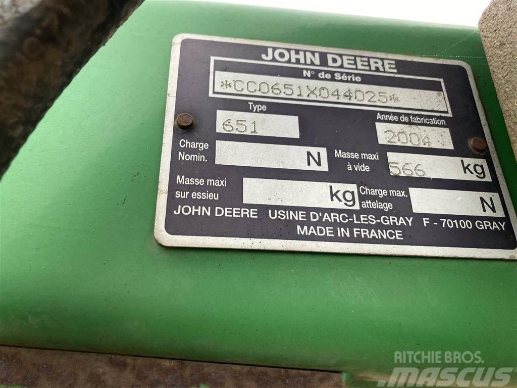 John Deere 651