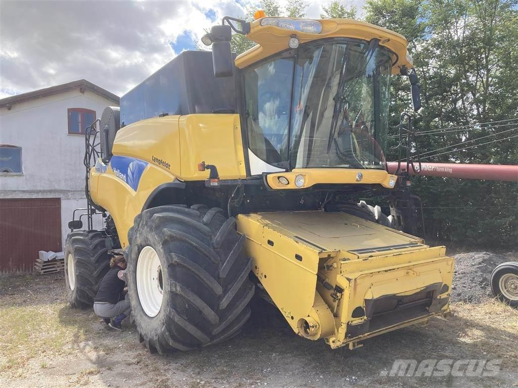 New Holland CR 9090 4WD