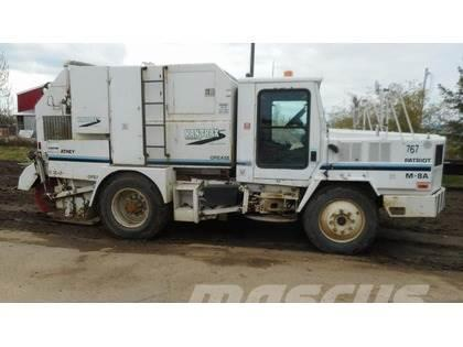 Athey MOBIL M8A PATRIOT S/A STREET SWEEPER