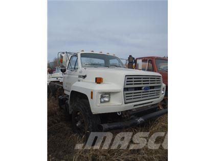 Ford F700 CAB AND CHASSIS