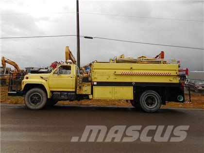 Ford F700 S/A FIRE TRUCK