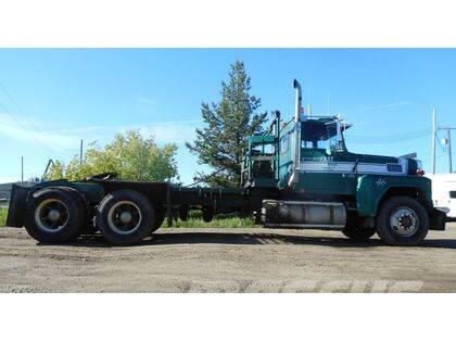 Ford LTL9000 Tandem Axle Winch Tractor